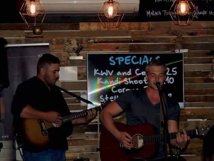 Acoustic Battle at Blend
